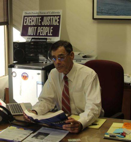 Vogelstein steps down as coach of mock trial