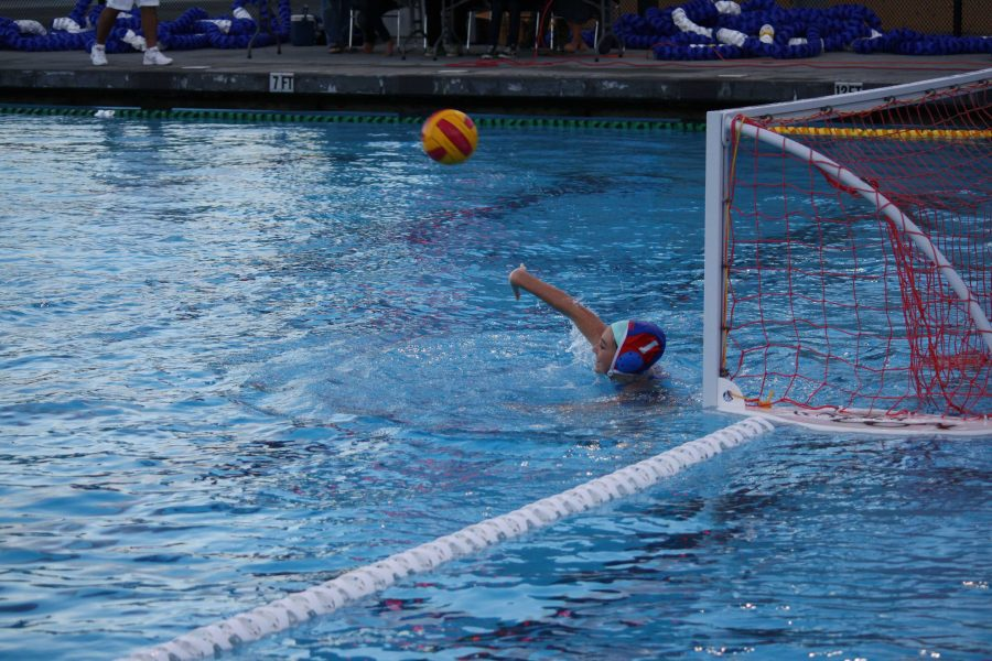 GALLERY%3A+Girls+varsity+water+polo+defeats+Justin+Siena+9-7