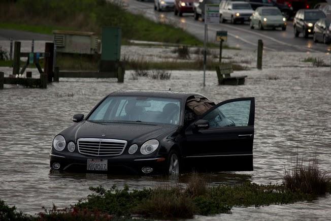 Almonte Blvd Flood Photo Gallery