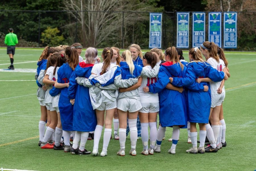 The+Girls+Varsity+team+huddles+before+a+game+vs.+Branson.%0APhoto+Courtesy+of+Ian+Boyd
